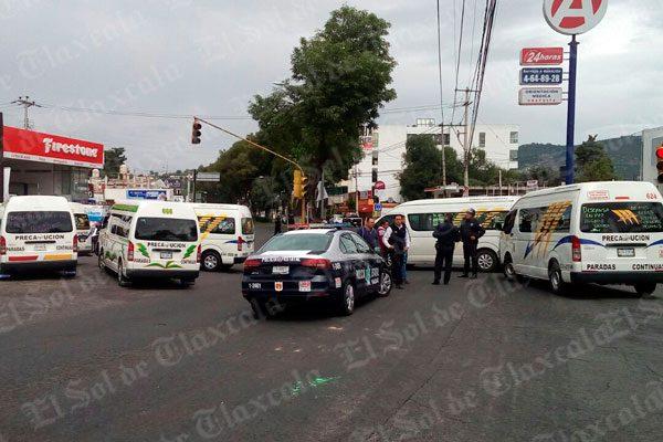 [Video] Con bloqueo de carreteras transportistas exigen justicia por muerte de chofer de ATAH