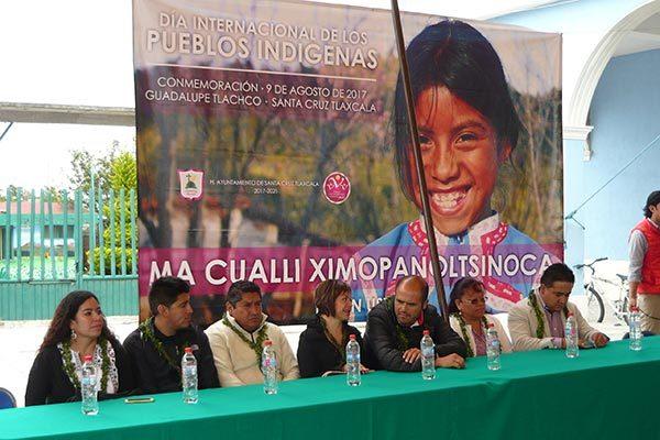 La comunidad de Guadalupe Tlachco conmemoró ayer el Día Mundial de los Pueblos Indígenas, evento que encabezó el alcalde de Santa Cruz Tlaxcala, Miguel Ángel Sanabria Chávez. /Armando PEDROZA