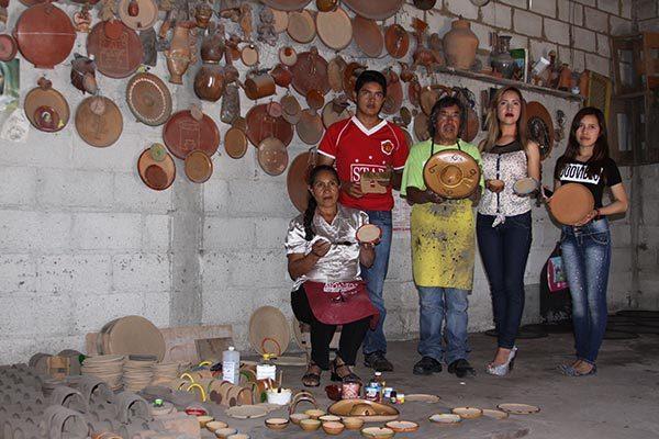 Unas 50 familias de alfareros se dedican a la elaboración de comal y ollas de barro en la comunidad de San Salvador Tzompantepec. /Tomás BAÑOS