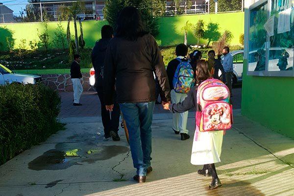 Proponen activistas uniformes escolares gratuitos en Tlaxcala