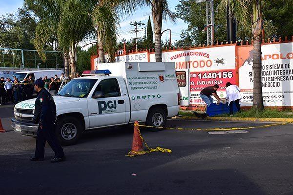 Al lugar arribó personal de la Procuraduría General de Justicia del Estado para las diligencias de levantamiento del cadáver y su traslado al Servicio Médico Forense. /César RODRÍGUEZ
