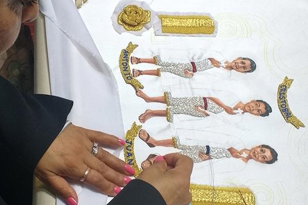 Más allá de ser un arte sacro, el bordado del vestido y manto para la Virgen de la Caridad que se venera en Huamantla, es una manera de agradecer la intercesión celestial en la vida de cada persona. /Isabel AQUINO