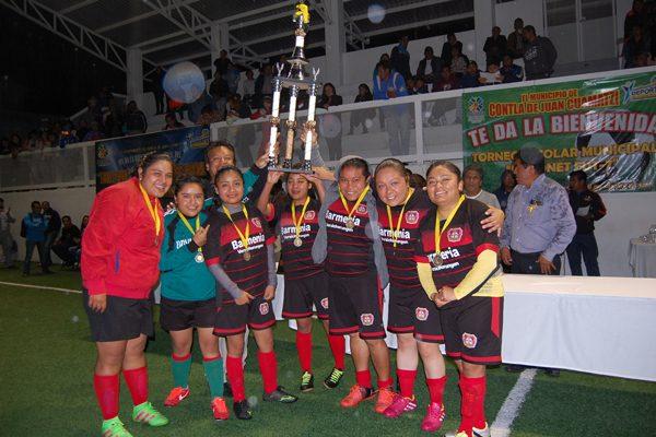 Logra Bayer título femenil de futbol