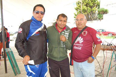 David Lozano Moreno, director deportivo de Saga Juniors y Tuzos Saga, (Izq.) adelantó que, en noviembre, Apizaco será sede de visorias nacionales del Club Pachuca. /Fabiola VÁZQUEZ