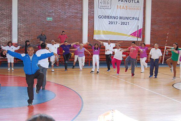 Imparten clínica de tai chi para adultos mayores en Panotla