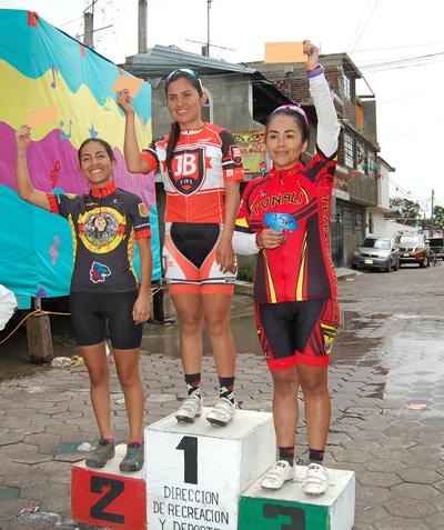 Anahí Paredes fue la ganadora en la rama femenil, seguida de Byrna Cassandra Bautista y Reyna Moctezuma, esta categoría registró baja participación. /Fabiola VÁZQUEZ