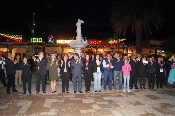 Al caer la noche, tuvo lugar en Calpulalpan el encendido de luces que iluminan el primer cuadro de la ciudad con motivo de las fiestas patrias. / Manuel MORALES