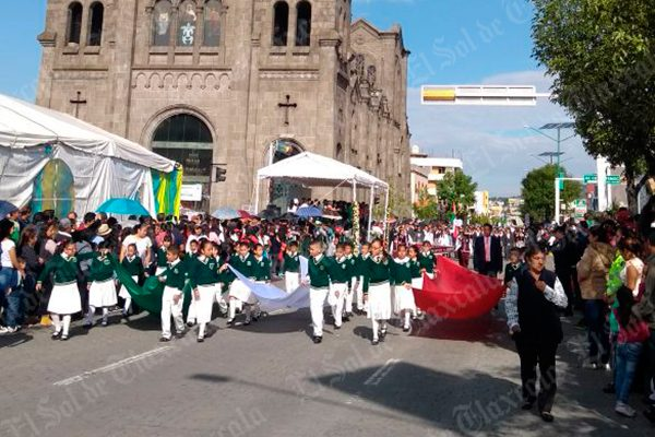 [Video] Desfilan en Apizaco cinco mil alumnos en el CCVII de la Independencia