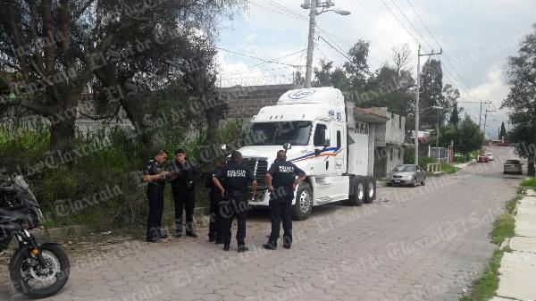Recupera policía capitalina tractocamión en Ixtulco