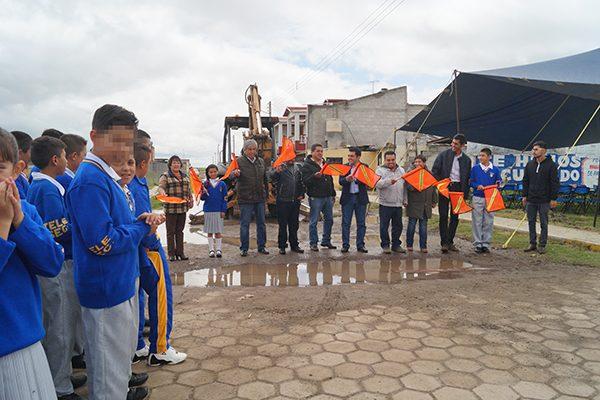 Mejoran infraestructura urbana en la calle Morelos de San Mateo Actipan, Calpulalpan