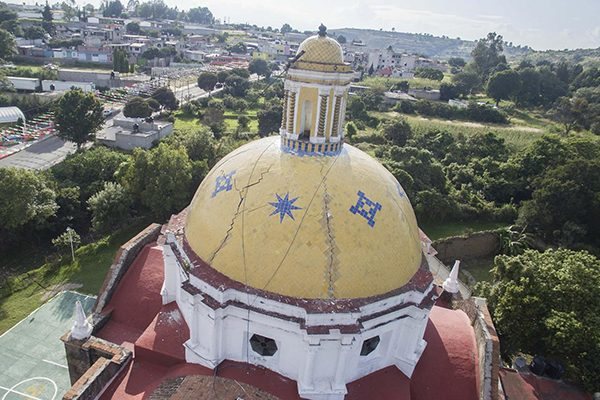 Torres y cúpulas, lo más dañado en las iglesias