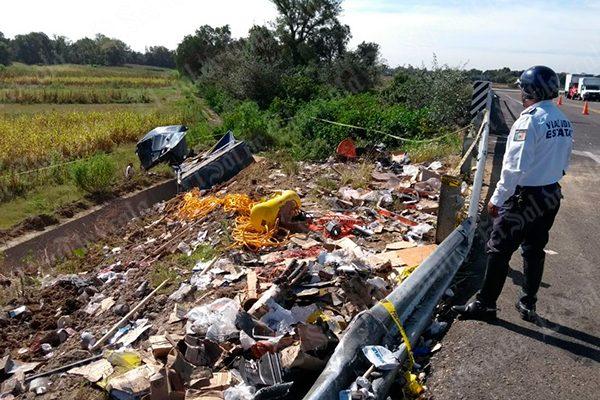 [Video] Choque entre tráiler y vehículo particular obliga cierre de autopista Tlaxcala-Puebla