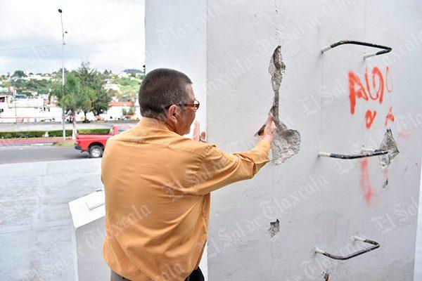 Evalúan daños del asta bandera de Guillermo Valle; podría ser demolida
