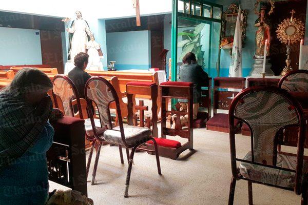 Entre llanto y llamados a la solidaridad celebran misa en sede alterna de San José