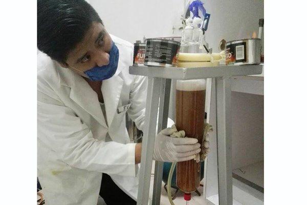 Descubren científicos de  UAT hongo que decolora aguas residuales teñidas
