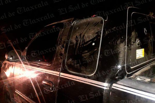 Durante persecución en Ixtenco, policías recuperan mercancía robada al tren y aseguran tres camionetas