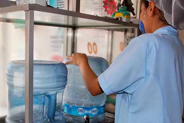 Capacita SESA a 300 productores de agua y hielo purificado