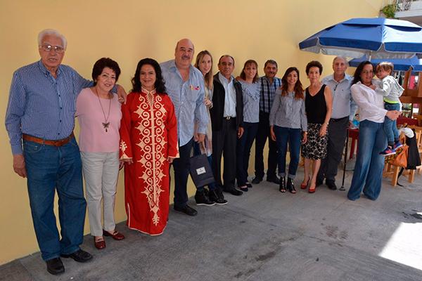 Familia y amigos acompañaron a los anfitriones