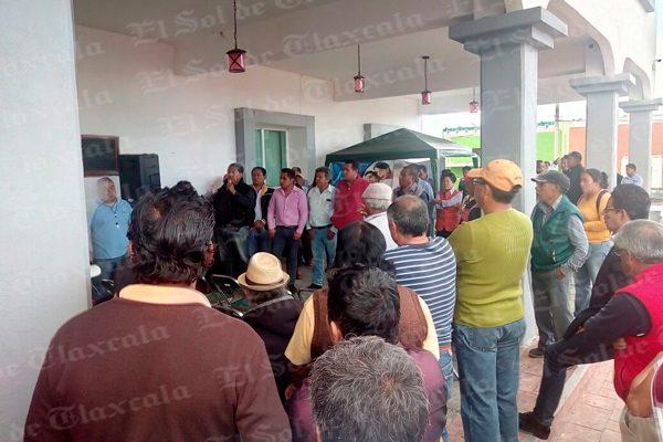 Se manifiestan pobladores de Tzompantepec por inseguridad