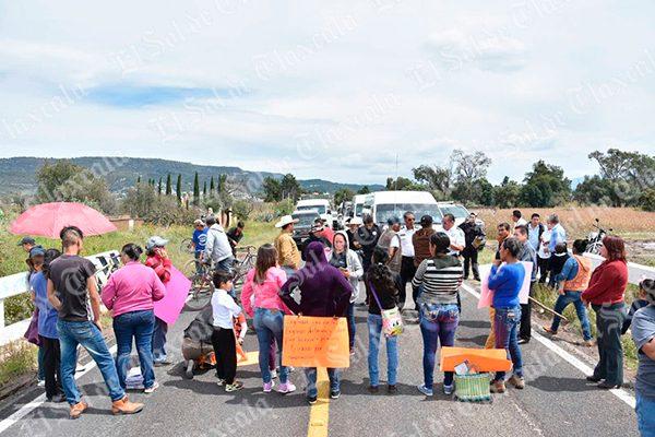 Atendió gobierno demanda de padres que bloquearon carreteras: Alvarado Varela