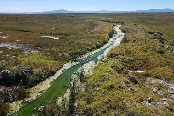 Ejidatarios y autoridades de Tequexquitla se disputan manantial