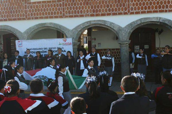 Radiante desfile por la  Revolución Mexicana en Ixtacuixtla