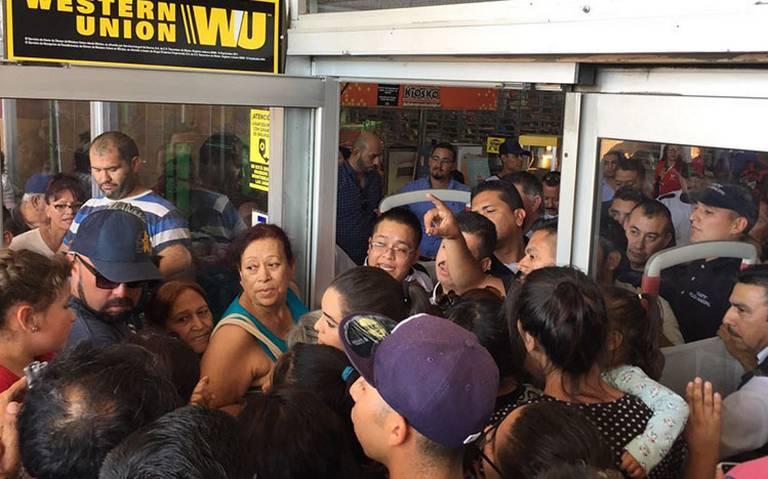 Caos en centro comercial por venta de pantallas a 10 pesos en el Buen Fin