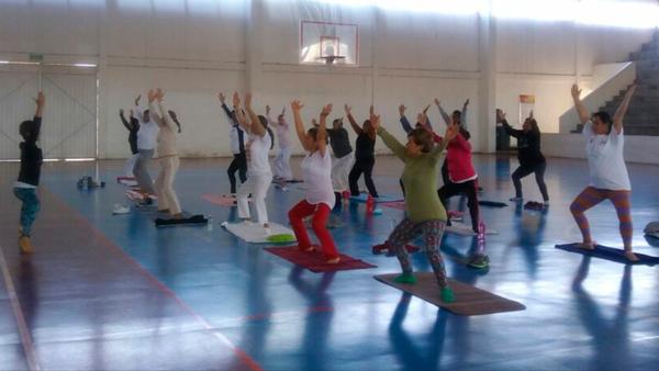 Imparten por dos horas clase de yoga en Apizaco