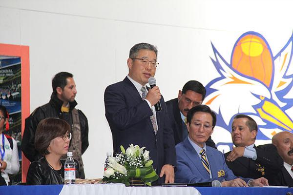 En la inauguración estuvieron el Ministro Consejero de la emba1jada de Corea, Han Byoung Jin, el profesor Daiwon Moon, autoridades locales y profesores