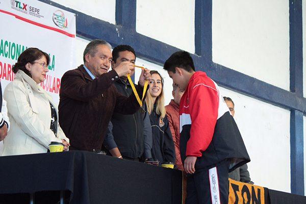Premia Sepe a ganadores de juegos deportivos nacionales
