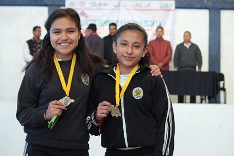 Los estudiantes recibieron reconocimientos, medallas y trofeos