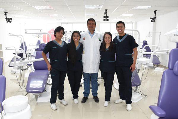 Destacan estudiantes de la UAT en  congreso internacional de patología