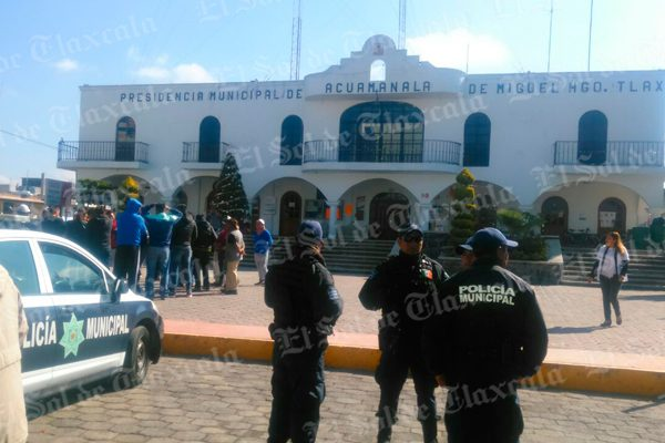 Toman alcaldía de Acuamanala exige salida de director de obras