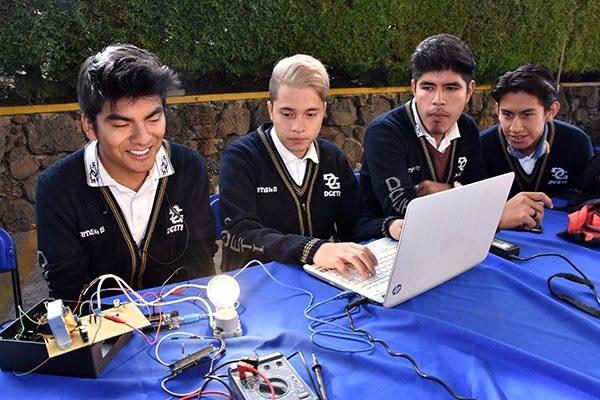 Presentan 42 proyectos por Día del Electrónico