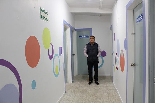 Eleazar Molina Pérez, alcalde de Tetla de la Solidaridad, anunció que ha quedado rehabilitada la Unidad Básica de Rehabilitación. /Tomás BAÑOS