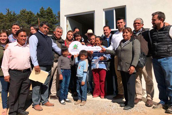 Entrega alcaldesa de Tlaxcala una vivienda a familia afectada por sismos