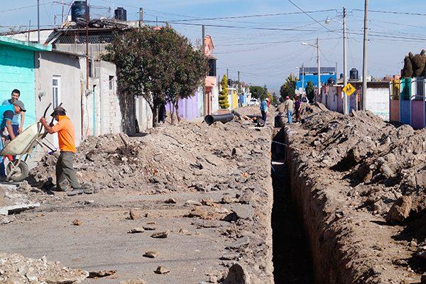 Cambian en Francisco Villa, Sanctórum 4.3 kilómetros de tubería de drenaje