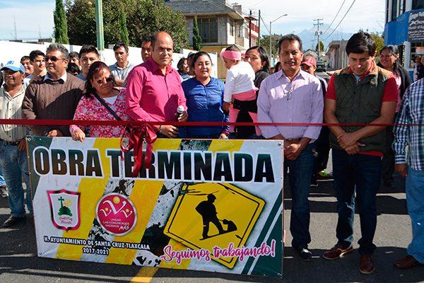 Inaugura Sanabria  pavimentación de la calle 5 de Mayo de Santa Cruz Tlaxcala