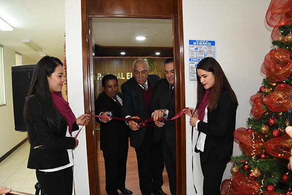El magistrado presidente del Tribunal Electoral de Tlaxcala, Hugo Morales Alanís, llevó a cabo la presentación de su informe de actividades de este año; además, inauguraron su remodelada sala de sesiones. /Jesús LIMA