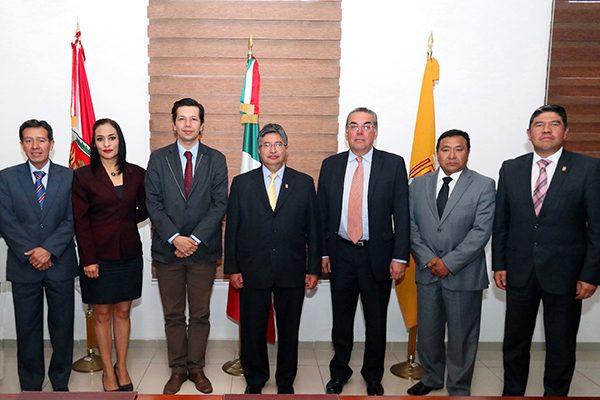 Recibe rector de la UAT a directivos de la Universidad Santo Tomás de Colombia