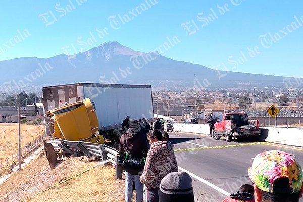 Un muerto y cuatro trabajadores lesionados deja accidente en Huamantla