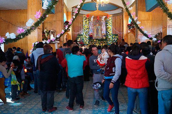 Salud, piden feligreses a Virgen en Tepuente, Nanacamilpa