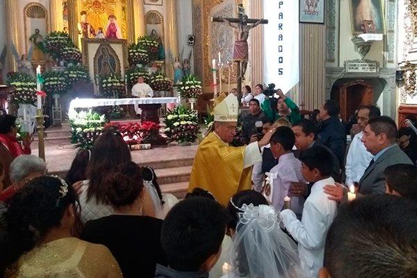Celebra Obispo comuniones y confirmaciones en Chiautempan