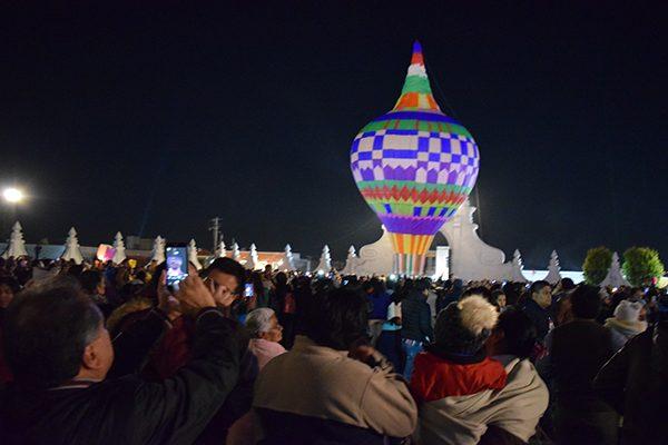 Iluminaron globos de Cantoya el cielo de Panotla