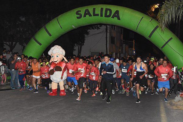 """Triunfa Omar Salvador y  Vianey de la Rosa segunda  carrera """"Kilómetros de Sonrisas"""""""