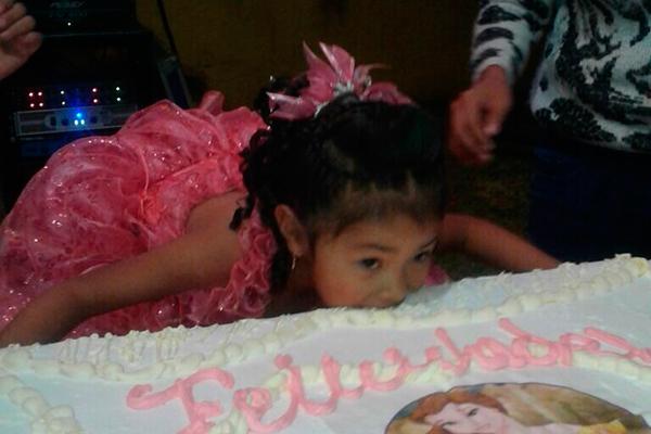 Un rico pastel para celebrar sus cinco años