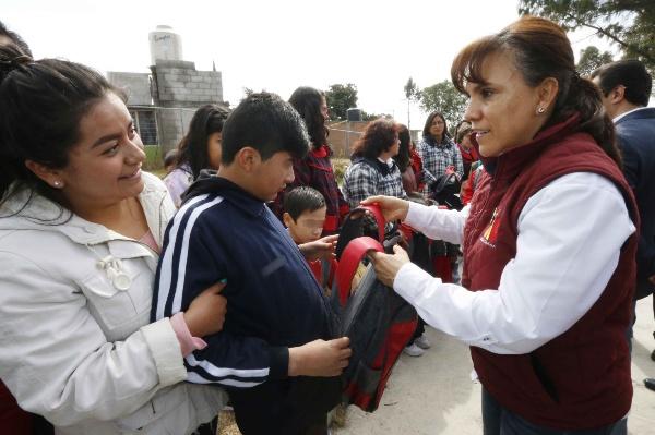 Visita Sandra Chávez a infantes del CAM 10 de Atlahapa