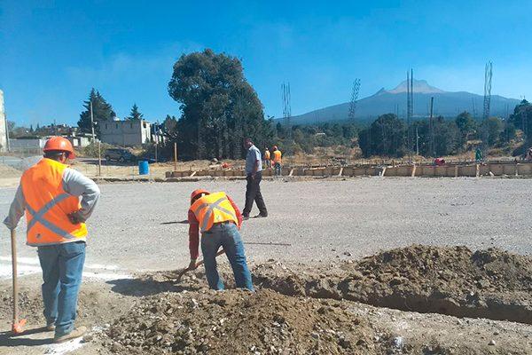 Supervisa  alcalde de Contla trabajo de obra de cancha de futbol 7
