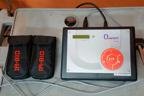 Brinda UBR de la capital atención con equipo laser terapéutico