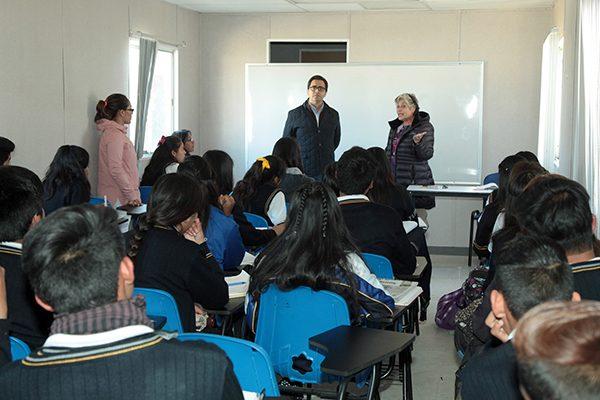 Constata Camacho buen funcionamiento de aulas temporales en el Cbtis 211